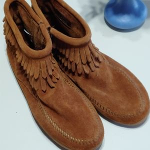 Minnetonka moccasin booties girl's size 4